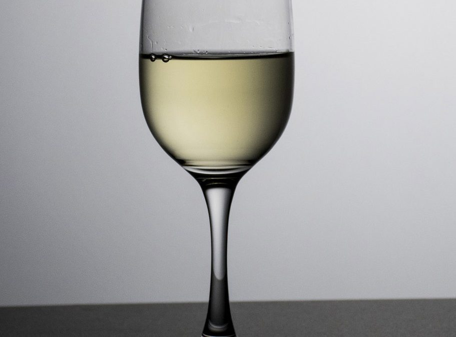 White wine consumers needed!